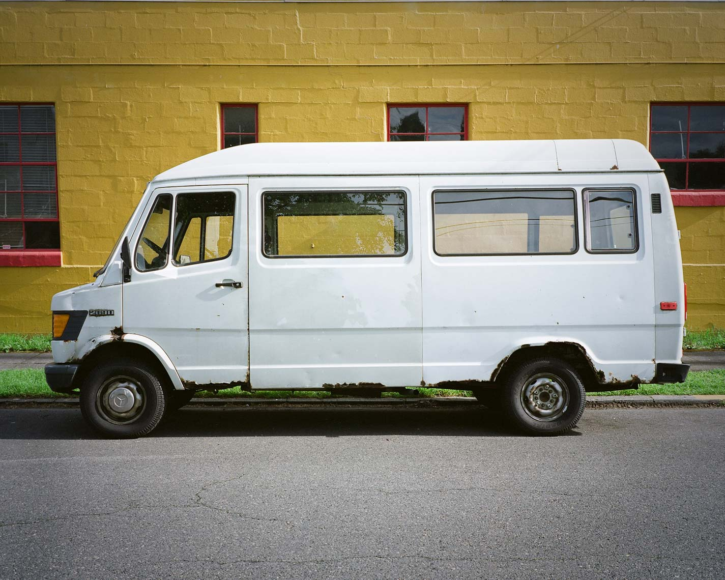 white mercedes van 408D